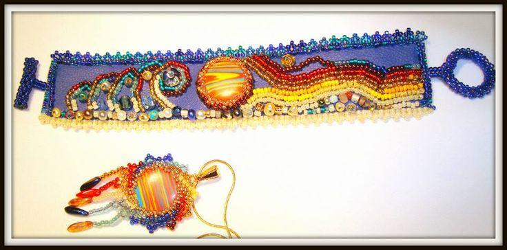 SUNSET IN CORFU SET UNICAT brătara si pandantiv Tehnici: broderie cu margele, peyote Materiale: margele japoneze Toho, cehesti, pietre semipretioase, cristale, perle de cultura, etc UNIQUE SET bracelet and pendant Design si realizare Mireille Colours Bijuterii Design and realization Mireille Colours Bijoux Techniques: beads embroidery, peyote Materials: japanese Toho beads, Czech crystals, semiprecious stones, cultured pearls