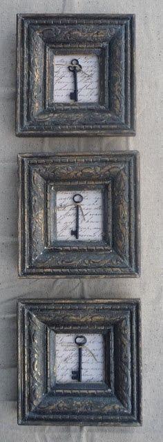 Original cuadros con llaves. Original idea para decorar una pared de casa. 3 cuadros con marcos grises con 3 grandes llaves de puertas antiguas sobre fondo de papel escrito a mano. The best of pinterest