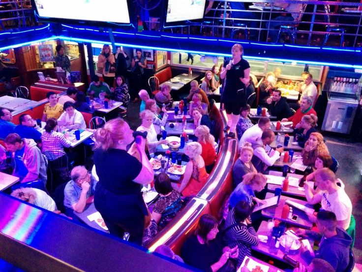 EATING AT ELLEN'S STARDUST DINER, NYC – VERY HUNGRY EXPLORER