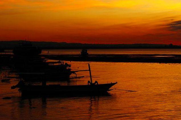 Landscape by the sea | Credit to:  Eric Natawidjaja | Website:  http://artissimo-photogal.com/category-14-page | From: @Artissimo. #Art #beach #landscape #sea #artissimogal #artissimo