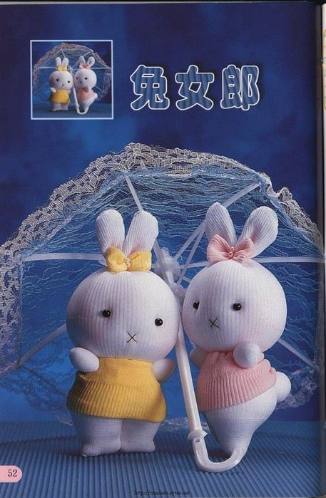 classymissmolassy:  Make a sock bunny. (or sock kitty or sock Santa - visual instructions in Japanese)
