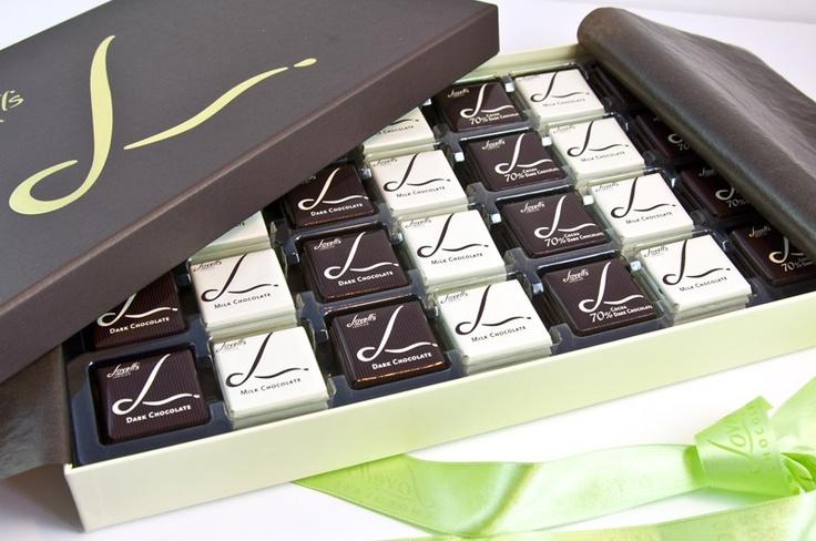 Premium çikolata markası Lovells'dan bayram ve özel günleriniz için özenle hazırlanmış madlen kutuları! Her biri sarılmış madlen çikolataları ve şık kutusu ile sizi mutlu etmeyi bekliyor. çikolata sepeti, çikolatasepeti, chocolate, özel çikolata, sevgili