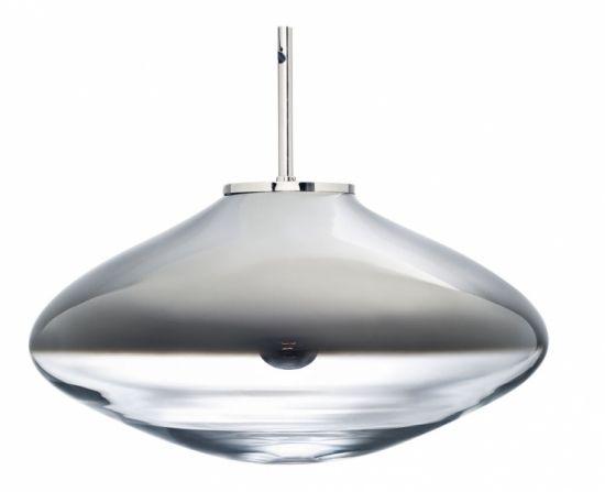 Závěsné svítidlo Disc s pokovem odkazuje na záhadné vesmírné objekty, O 55 cm, výška 31,5 cm, design Olgoj Chorchoj, cena 37 450 Kč