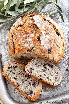 Paine Rustica cu masline Retete culinare. Reteta pentru painea rustica cu masline este foarte simpla si rapida, aluatul este cel al painii rustice rapide