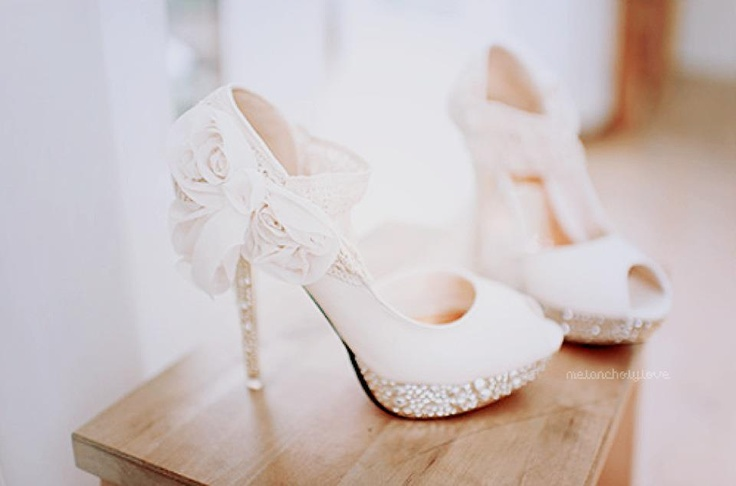 These have to be the prettiest shoes I have ever seen...which I had a place to wear them....only in my dreams:)