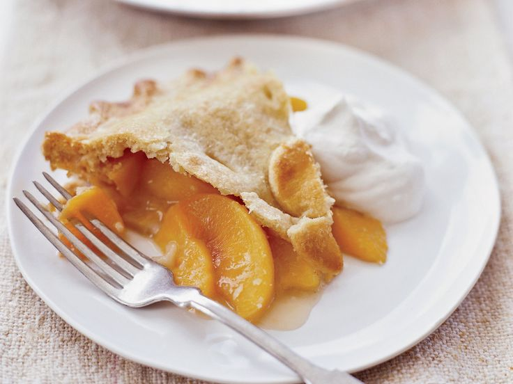 Georgia Peach Pie | This perfectly classic peach pie has an ultra flaky crust and simple filling. It's delicious with a topping of bourbon whipped cream.