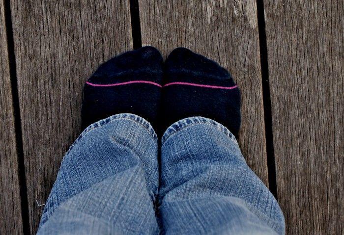 Bonjour à tous ! Un petit tuto, ça faisait longtemps ! Aujourd'hui je vous propose une technique toute simple pour raccourcir un jeans en conservant la surpiqure d'origine. Fini de se f…