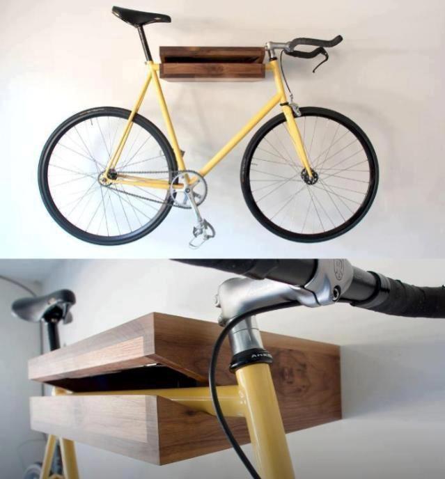 Portabici legno muro oggetti design porta bici in legno a for Oggetti in legno fai da te