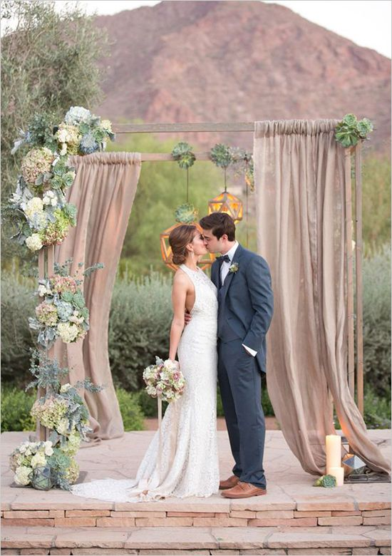 20 lovely ceremony backdrops and tips on how to find the right fit for your wedding! #weddingchicks