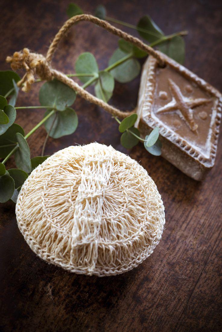 boule #exfoliante, pour bien être du #corps, purifie la peau, #savon doux au bois de #cade, aromathérapie, les produits bio aux huiles essentielles ! #ambiance #salle de bain #décoration #phytotherapie  http://www.marielys-lorthios.com/