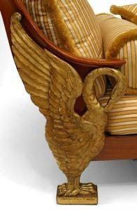 Континентальный стиль Неоклассика неотъемлемой позолотой из красного дерева кушетка/шезлонг с бегущей строкой выше раздели желтым шелком сиденье на Стрежевой ноги (возм Австрии, в конце 19-го века)