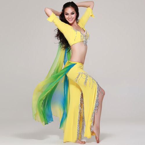 Костюм для танца живота состоит из лифа, болеро с рукавами 3/4, расклешеных книзу брюк и оригинального пояса-крыльями. Яркие, воздушные крылья из многоцветного шифона добавляют красоты и чувственности в танце. Эластичная ткань облегает тело, подчеркивая стройные формы и пластику движений. Серебрянная бахрома на брюках и на лифе оттеняет насыщенный цвет всего костюма.