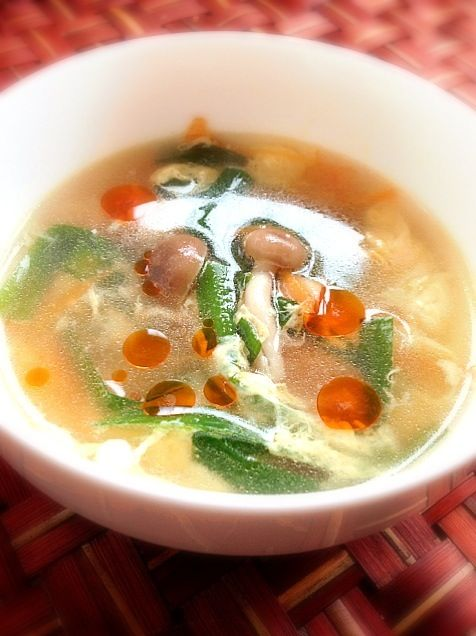 To: Cranberry kaoさん( •ॢ◡-ॢ) うれしいですぅ❗私もフォローさせてくださいkaoさんのお料理も素敵な所ご飯も後ほどもぐもぐさせて貰っちゃいますꉂꉂƱʊ꒰>ꈊ<ૢ꒱ よろしくお願いします✨ これは辣油ちゃんですよぉ 私も南国大好きHawaii Loveですぅ - 47件のもぐもぐ - chinese soup of beaten egg and Chinese chive♨ニラ卵の中華スープ by Ami