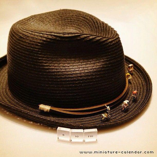 . 8.10 fri -Bicycle race- . 「帽子の主がいない間に勝負つけちまおうぜー」 . -------------------------------- 【本日の記念日】 帽子の日、道の日、etc… #tanacalendar . おはようございます(笑) いよいよ女子サッカー、試合開始ですね。 .