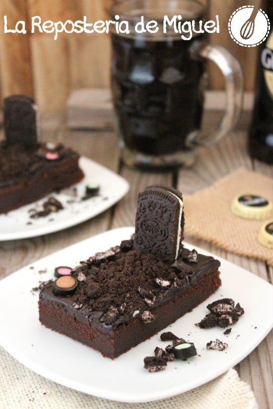 ¡Que buena pinta tiene este #brownie Guinness de #Halloween! De La Repostería de Miguel.