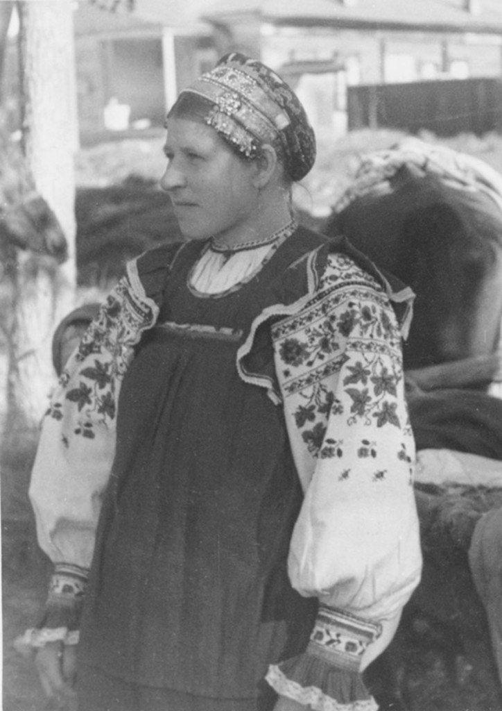 Крестьянка в праздничной одежде. г. Дятьково, 1941-43 гг(Брянская )
