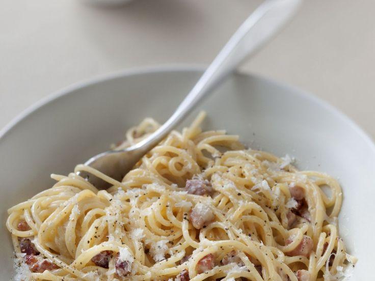 spaghetti, pecorino romano, joue de porc, jaune d'oeuf, oeuf, poivre, Sel, huile d'olive