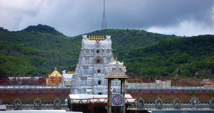 Tirupati Balaji, Andra Pradesh. Like and Re-pin your favorite pins. Get great deals for you trip to Andra Pradesh only on www.tripcrafters.com (Pic by by flickr user chandrashekharbasumatary) #Tirupati | #Temple | #AndraPradesh