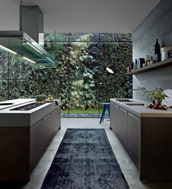 What's not to love with this amazing kitchen and wonderful lush backdrop. I like the undermount sinks that allow clean lines of Worktop