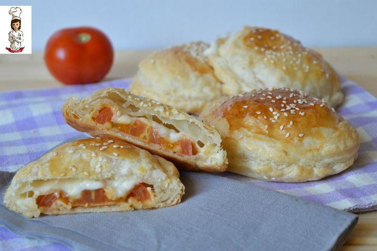 Mini+rustici+con+pomodoro+e+formaggio
