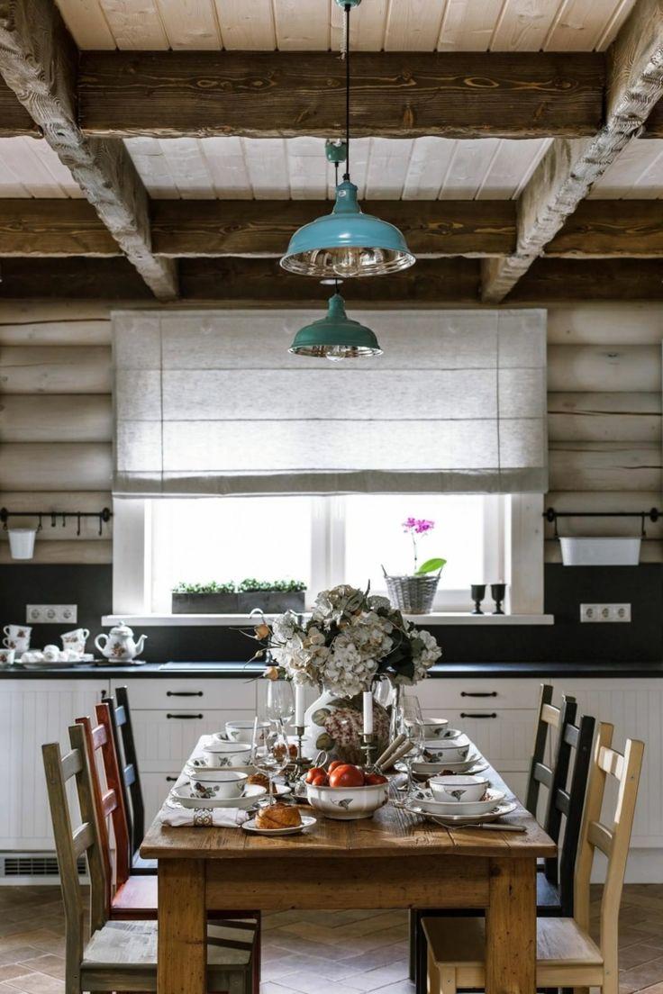 Table à manger en bois brut avec les chaises assorties