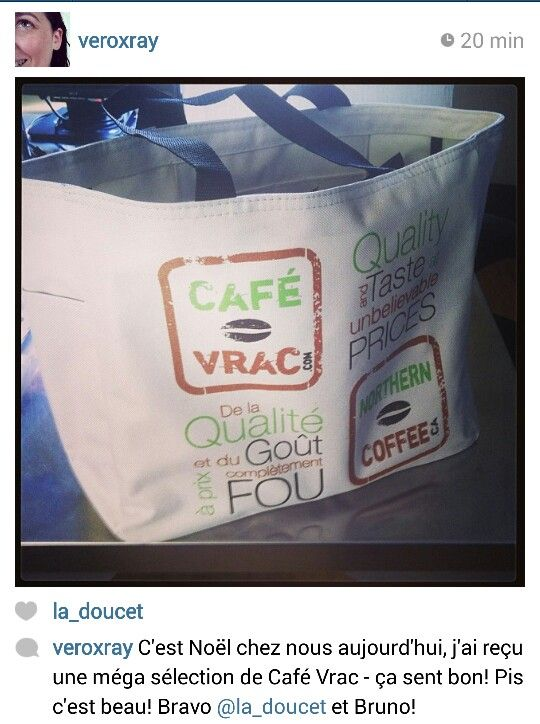 Une cliente vient tout juste de recevoir sa commande! Elle semble heureuse de la #promo :-) #Café