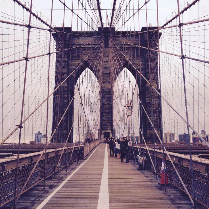 Ponte di Brooklyn fotohttp://www.wanderlustblog.net/la-storia-del-ponte-di-brooklyn/