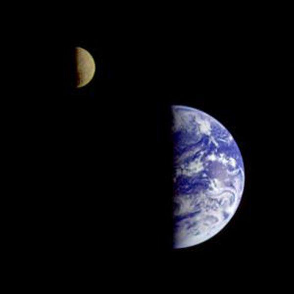 quel che appare chiaro, guardando la terra dallo spazio, è che i confini, in realtà, non esistono