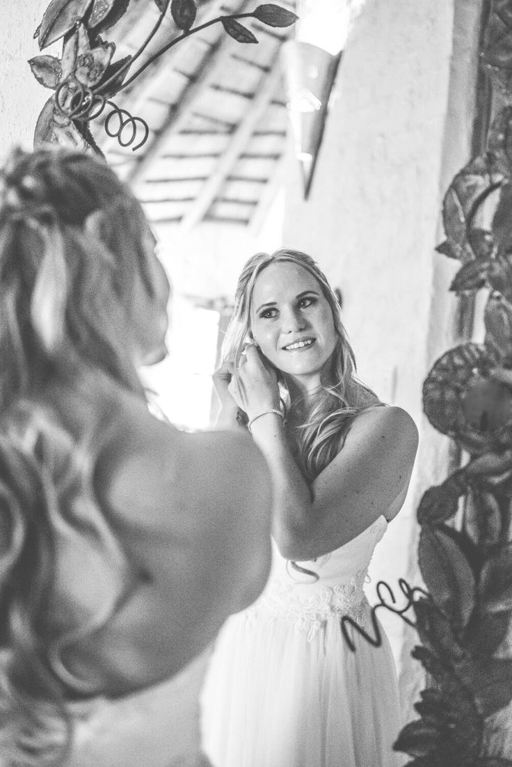 Every girl needs a photo in the mirrior...cos on that day you are the most beautiful of them all ♡ #bride #weddingphotoidea #wedding #bridetobe #mirrorphoto #erweewedding