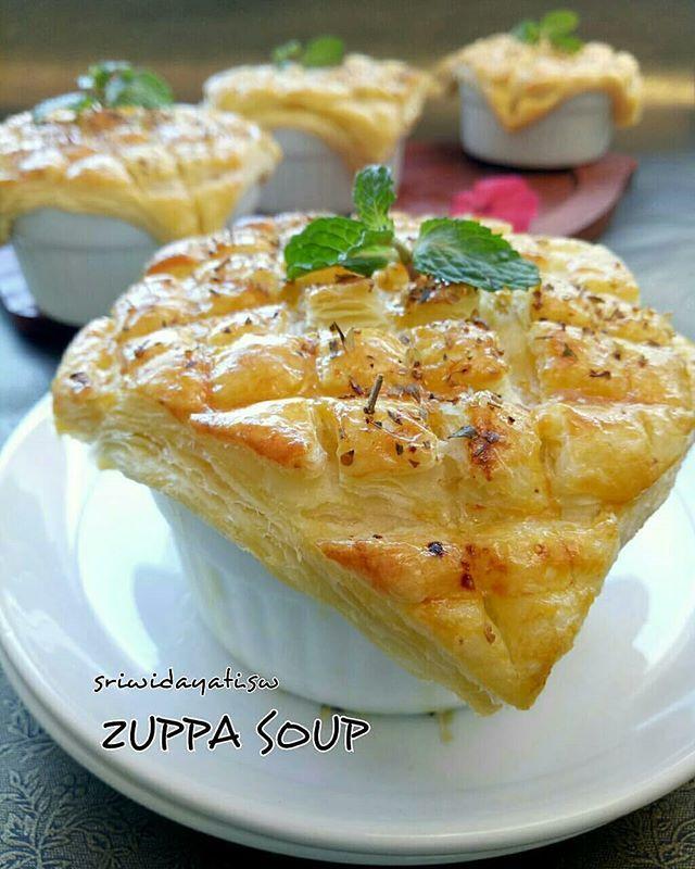 Zuppa Soup Kulit Pastry Ngeroll Berulang Ulang Untuk Menghasilkan