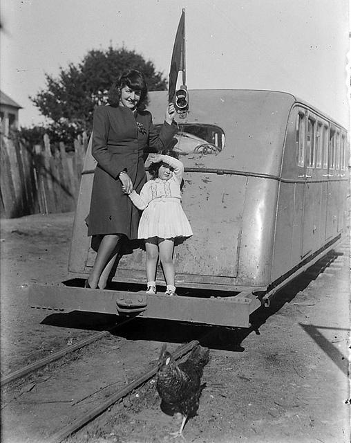 El menudo buscarril de Chiloe, antes de 1960, Chile