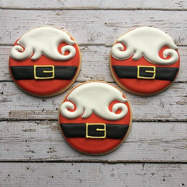 Santa  cookies for a corporate event! HO HO HO! Original design by one of my favourite cookiers @shannontidwell @periwinklesweets