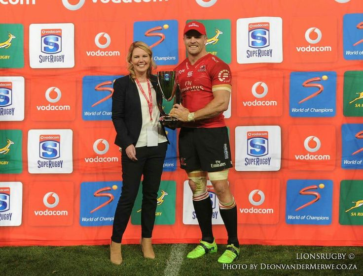 Captain Jaco Kriel receiving the Super Rugby Conference Winners trophy.  The Emirates Lions have been named the Vodacom Super Rugby Conference Winners for the second year running!  #LeyaTheLion #Liontainment #EmiratesLions #VodacomSuperRugby #ConferenceWinners #EmiratesAirlinePark #BeThere #MyLionsMoment #Rugby #Sport #Johannesburg #Red #White