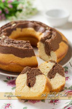 Ciambella allo yogurt greco sofficissima, ideale per la colazione e la merenda. Una torta con yogurt greco più leggero e a minor contenuto di grassi. Facile