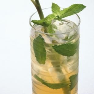 Iced Mint Green Tea - Crisp and refreshing, you just may find yourself craving this beverage on a hot summer's night. #southern #summer #barbecues #grill #picnic