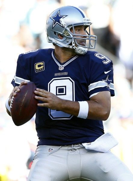 Tony Romo Photos Photos - Quarterback Tony Romo #9 of the Dallas Cowboys looks to pass against the Philadelphia Eagles during the first quarter of a football game at Lincoln Financial Field on September 20, 2015 in Philadelphia, Pennsylvania. - Dallas Cowboys v Philadelphia Eagles