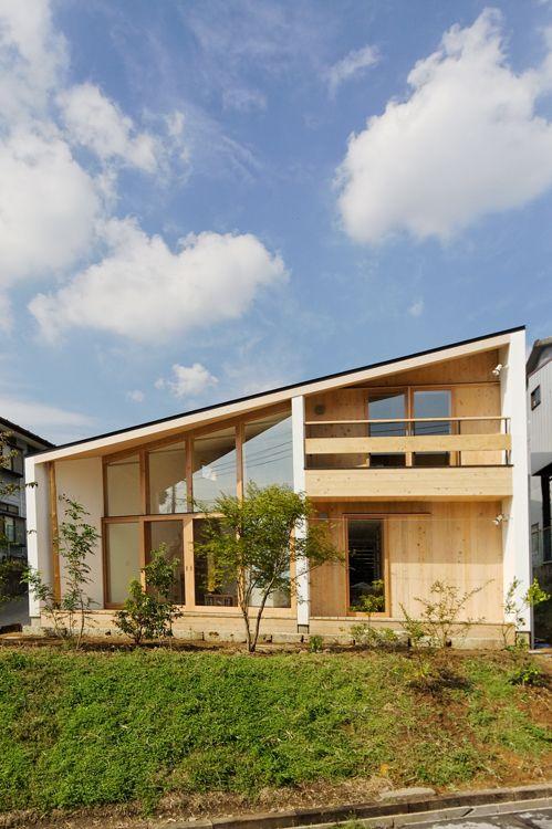 栃木県宇都宮市を中心に活動する設計事務所 上戸祭の傾斜地に建つ住宅の紹介です。