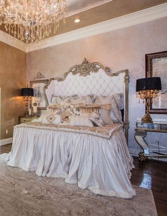 Love seeing one of our original Reilly-Chance Collection designs from our Luxury Bedding line featured here on Donna Moss Interiors!