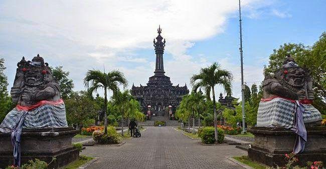 """Kota Denpasar merupakan ibukota dari provinsi daerah Bali dan tentunya sebagai sebuah ibu kota, Denpasar menjadi pusat pemerintahan dan perekonomian di Bali. Nama Denpasar diambil dari kata """"Den"""" yang artinya utara dan """"Pasar"""" yang artinya pasar, nama ini diambil karena letaknya di utara pasar Kumbasari. id.baliglory.com"""