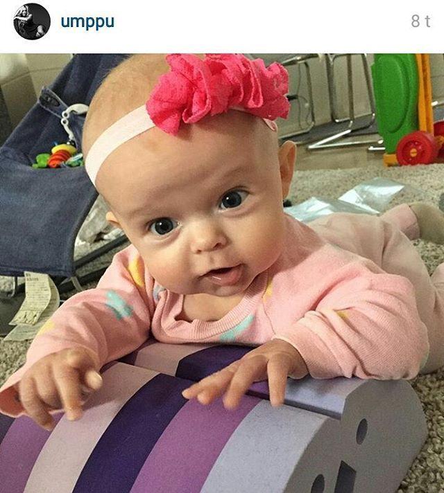Ihana Vivian testailemassa #bObles kanaa  Repost @umppu #BabyStyle #Tampere @boblesfinland