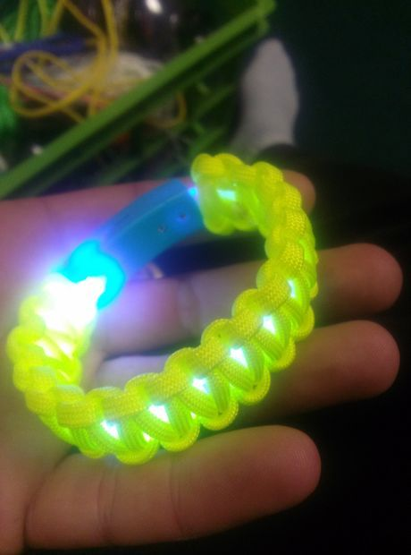 I love paracord bracelets, and this one takes it to a whole new level!