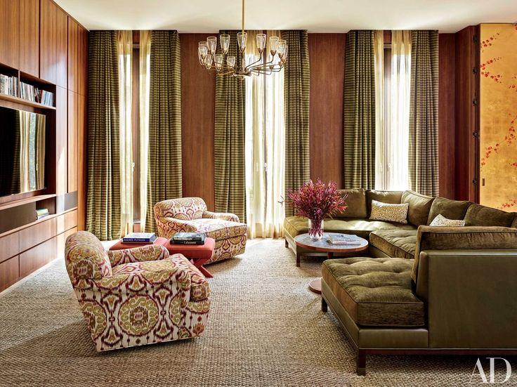 Laura Santos | Manhattan townhouse of the interior designer with a luxurious green sectional sofa #modernsofas #livingroomfurnitureset #sectionalsofa