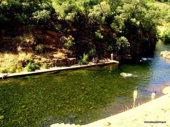 Otra imagen de la piscina natural de Las Mestas, en el río Ladrillar.
