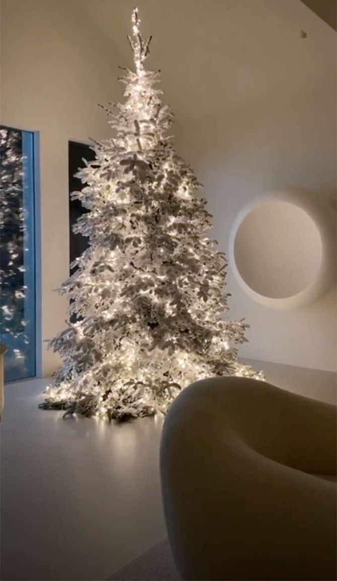 Kris Kardashian Christmas Decoration 2020 Inside Kim Kardashian, Kanye West's $60 Million Home in 2020
