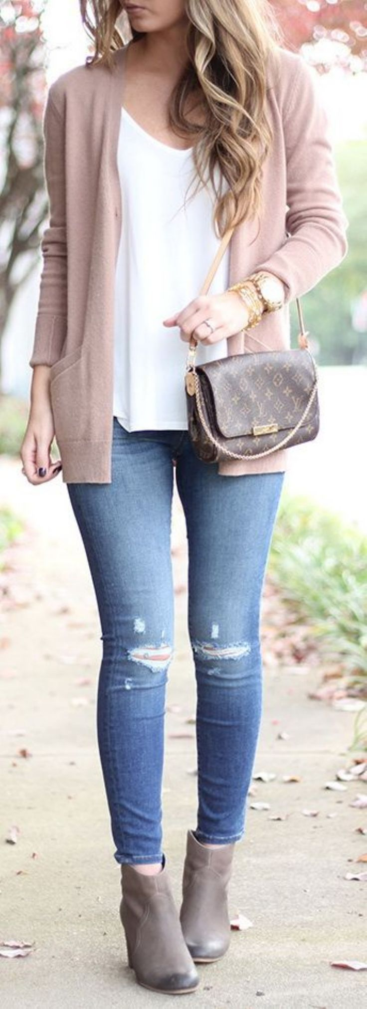 Awesome 30 Simple and Casual Outfit to Wear Everyday from https://www.fashionetter.com/2017/04/07/30-simple-casual-outfit-wear-everyday/