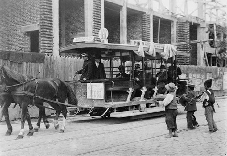 Vatman pe unul dintre ultimele tramvaie cu cai