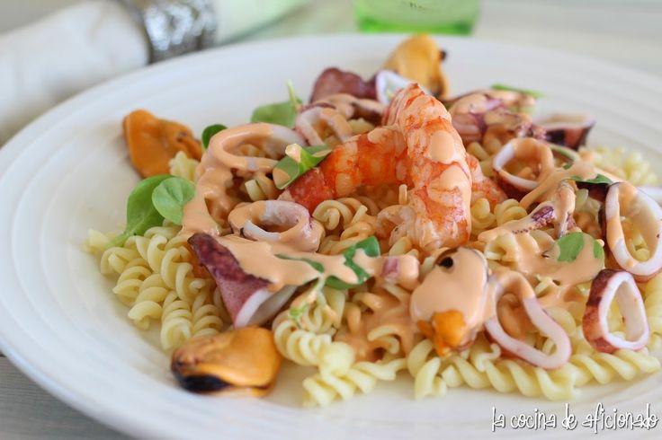 Ensalada tibia de pasta y frutos del mar