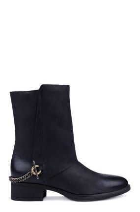 Zobacz produkt Gino Rossi - Botki Amalfia kolor czarny  GW14-OBD035w oficjalnym sklepie internetowym marki Gino Rossi - w ofercie markowe buty damskie, obuwie męskie. Ponad 100 modeli w różnych kolorach i rozmiarach. Zapraszamy do zakupów.