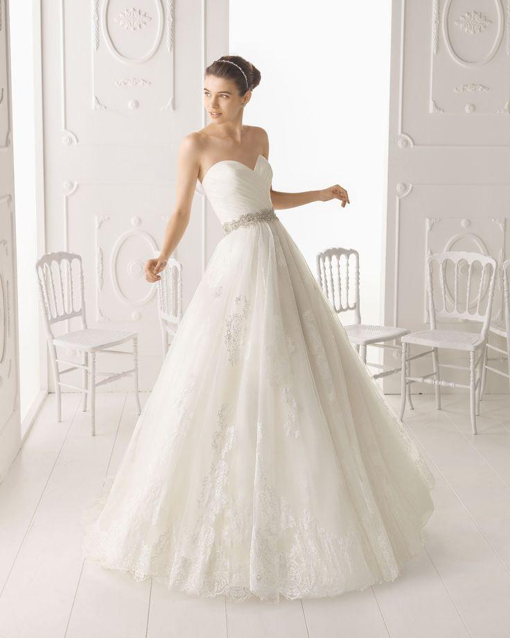 Aire Barcelona - Omega esküvői ruha a Rosa Clarától http://lamariee.hu/eskuvoi-ruha/aire-2015/omega