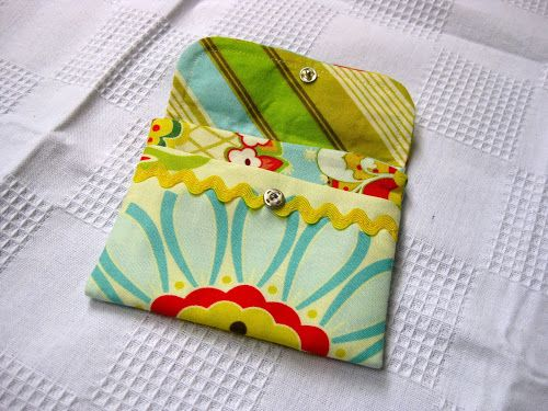 Detailed instructions on how to make this little wallet are at 7 layer studio. The fabrics are from Heather Bailey for the outside and flap, inside and outside, and Amy Butler for the lining. Back...